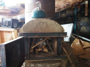 Batch-style rocket stove